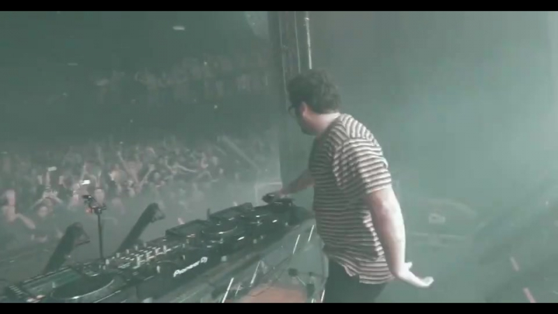 Travis Scott - Beibs In the Trap (feat. NAV) [Boombox Cartel Remix]