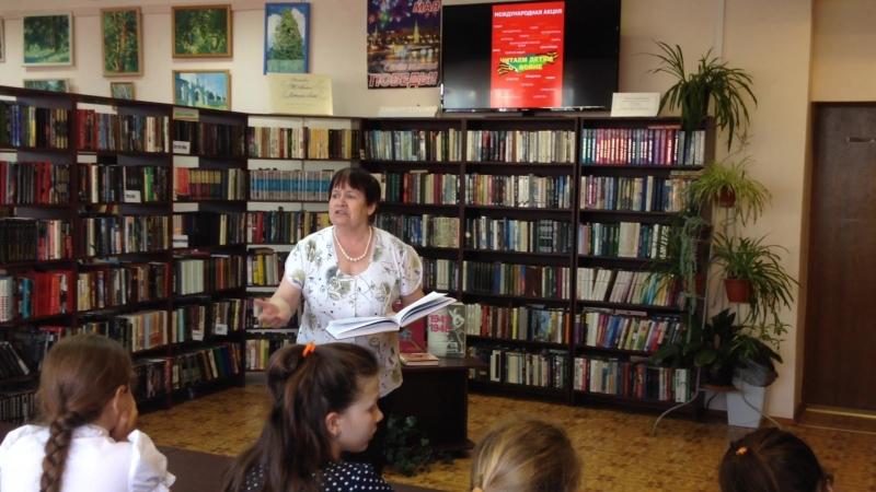 Валентина Павловна Чабан читает детям о войне. Стихи Л.Татьяничевой Ей приснилось, что она Россия