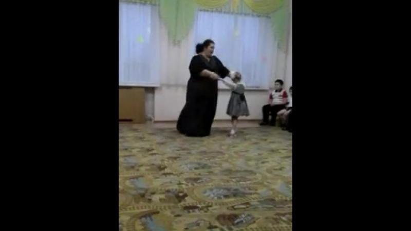 Танцуем с Валей на день матери в садике