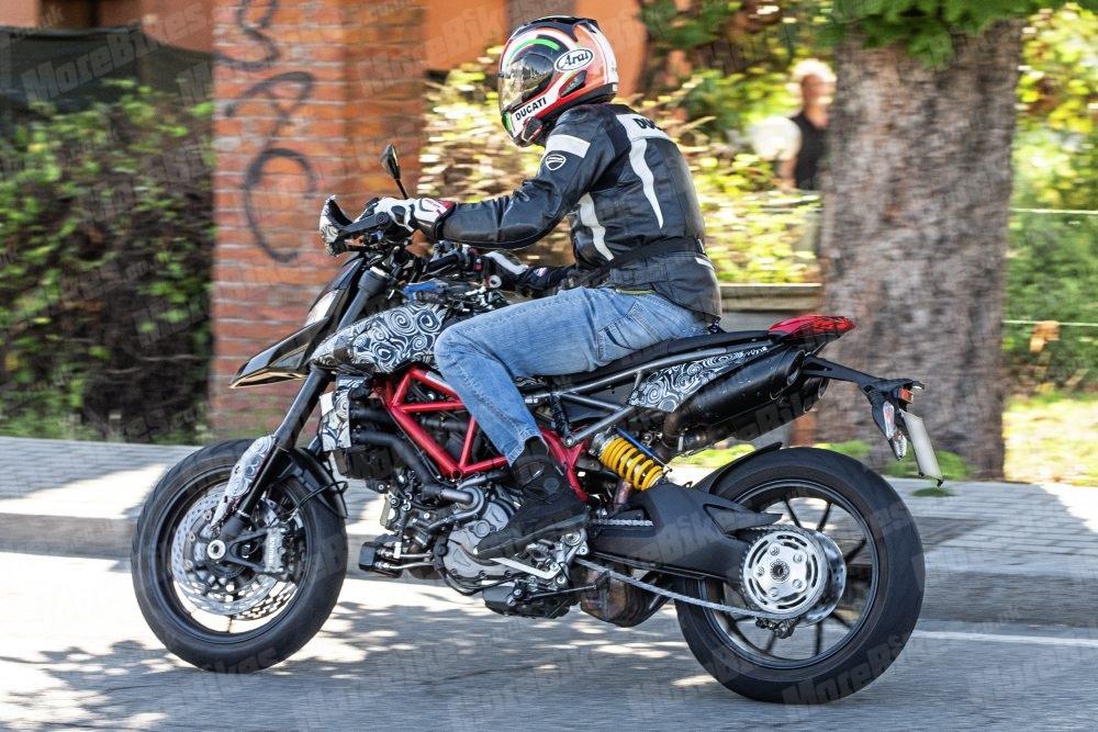 Шпионские фото Ducati Hypermotard 939 2019