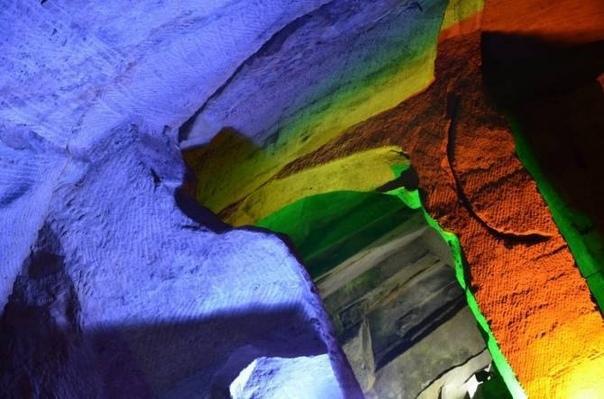 Тайна пещер в китайской горе Хуашань У китайцев существует такая поговорка: «Если вы посетили пять священных гор Китая, то можете на другие горы не ходить». Речь идет о горе Хуашань — центре
