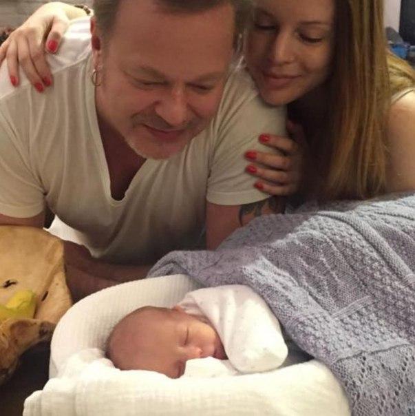 Владимир Пресняков озадачил поклонников снимком новорожденного