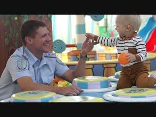 Амурские полицейские сняли видеоклип на известную песню и посвятили его своим детям
