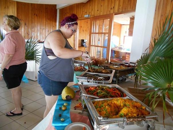 Отель для людей с большими размерами Известный как «убежище» для людей с большими размерами, которые хотят хорошо провести время, не чувствуя смущения по поводу своего веса, The Resort — первый