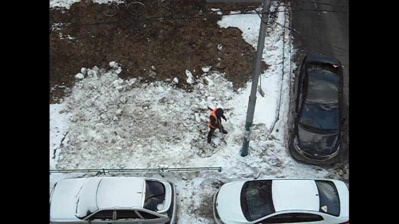 Утилизация снега у д.19к3 по Никитинской ул. 29.03.2018