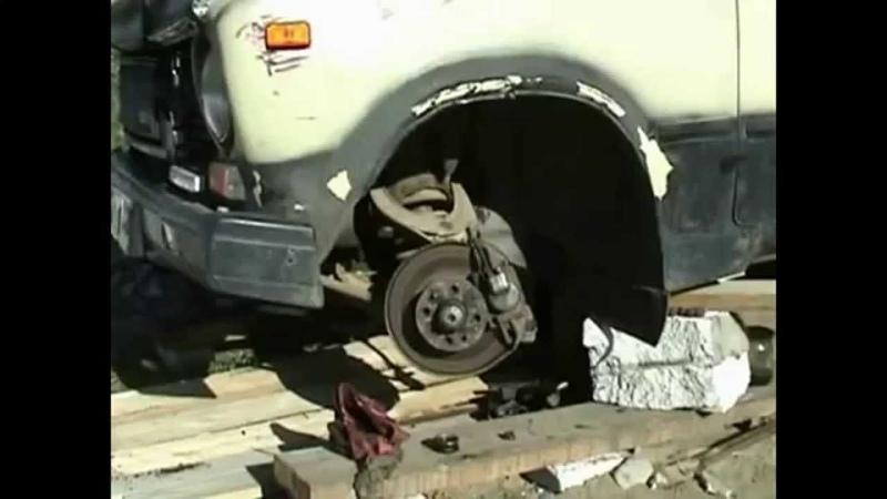 Выбивание пальцев рулевых тяг из отверстий в сошке рулевого редуктора