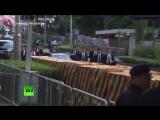 Бегом за лимузином Ким Чен Ын и его охранники в Сингапуре