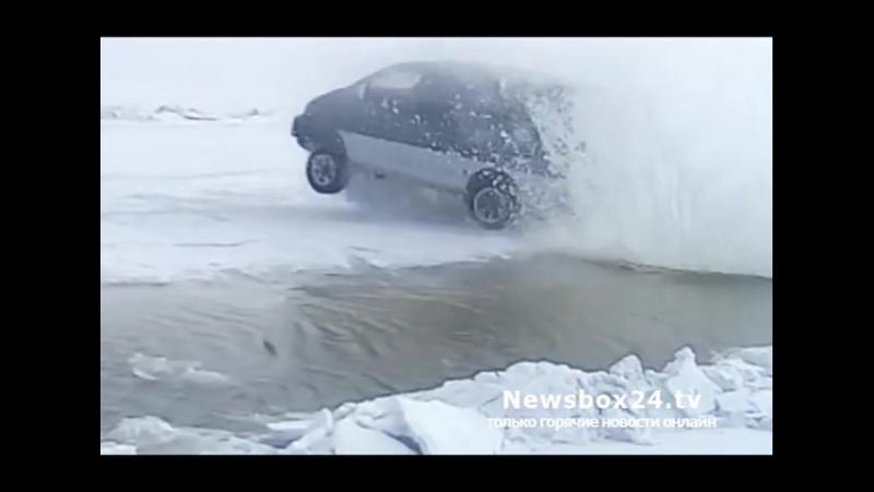 Делика Макквин прыгает через трещину во льду (Круть)_HIGH.mp4