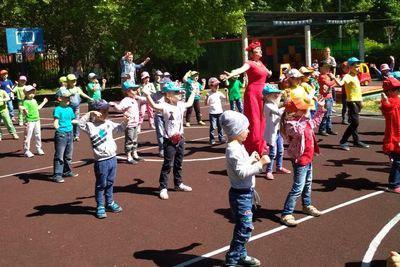 Дошкольники из Бибирева встретили лето спортивным праздником