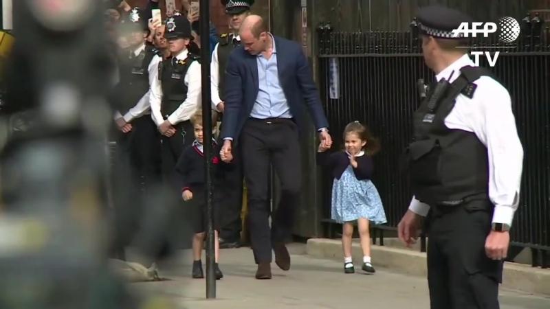 Джордж и Шарлотта прибывают в Линдо, чтобы познакомиться с новорожденным братиком