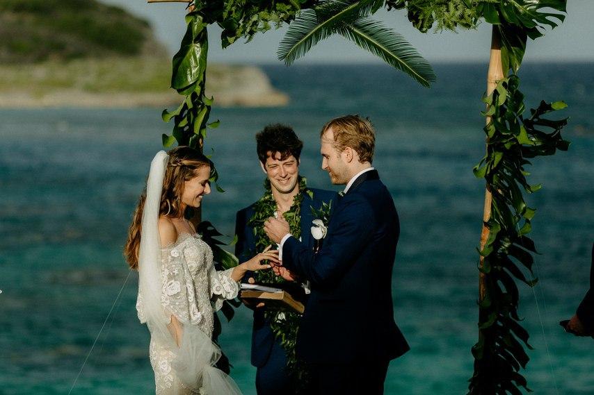 fXLVC7FqIMU - Как угодить всем гостям на свадьбе