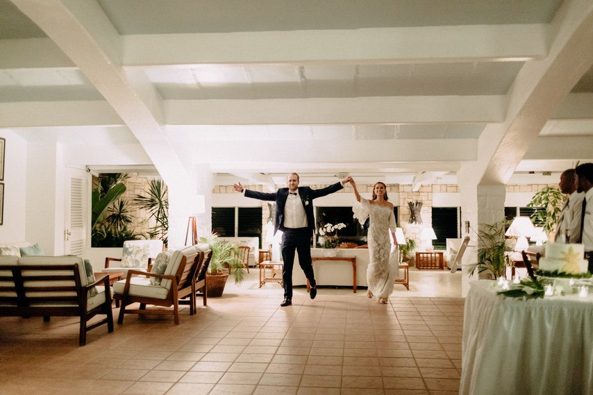 HWnUHfHrIjI - Как угодить всем гостям на свадьбе