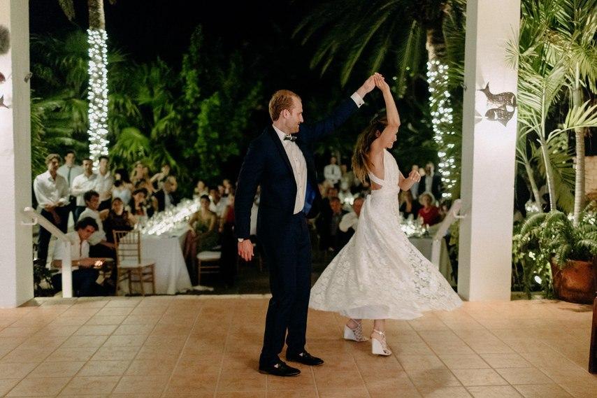 NG4XPhFbGXQ - Как угодить всем гостям на свадьбе