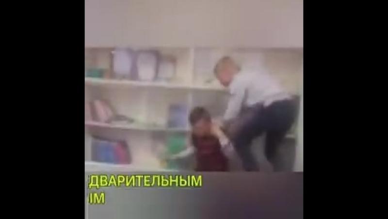 В школе Ленобласти мальчика регулярно избивают одноклассники из-за его украинского происхождения. Мальчик родился в Ивано-Франко
