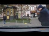 Бешеный коп атакует появилось видео нападения полицейского на киевлян  РИА Новости Украина