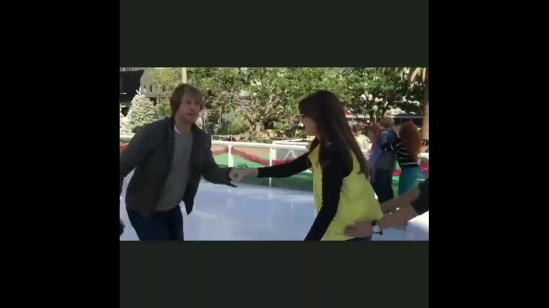 Дани и Эрик на катке. На съёмочной площадке 6-го сезона.