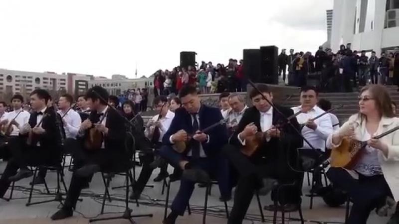 Астанада 500 домбырашы бір мезетте Құрманғазының күйін орындады
