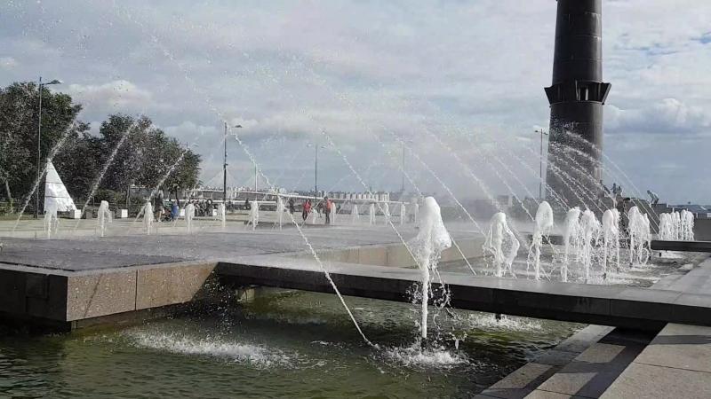 Фонтан в парке им. 300-летия Санкт-Петербурга