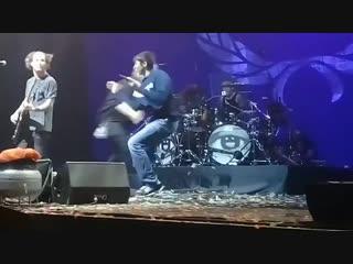 Фанат выбежал на сцену: STONE SOUR [МОСКВА - 16.11.18]