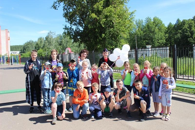 Юные волжане вместе с сотрудниками Госавтоинспекции почтили память погибших на войне.