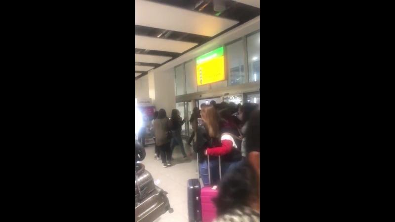 [VK][180616] MONSTA X @ Heathrow Airport