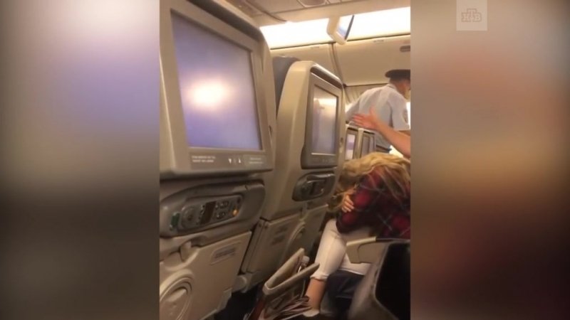Рейс Симферополь — Москва задержали из-за скандалиста актёра Панина