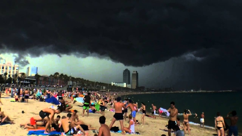 Timelapse Heavy weather incoming @ Barcelona Beach Rolling Clouds