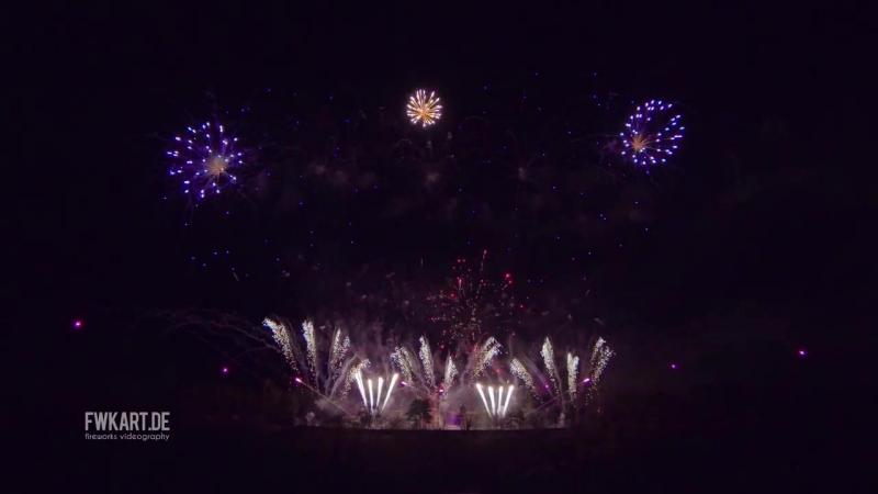 💥 Novoroční ohňostroj Praha 2018 (New Years fireworks Prague) - Makalu Fireworks