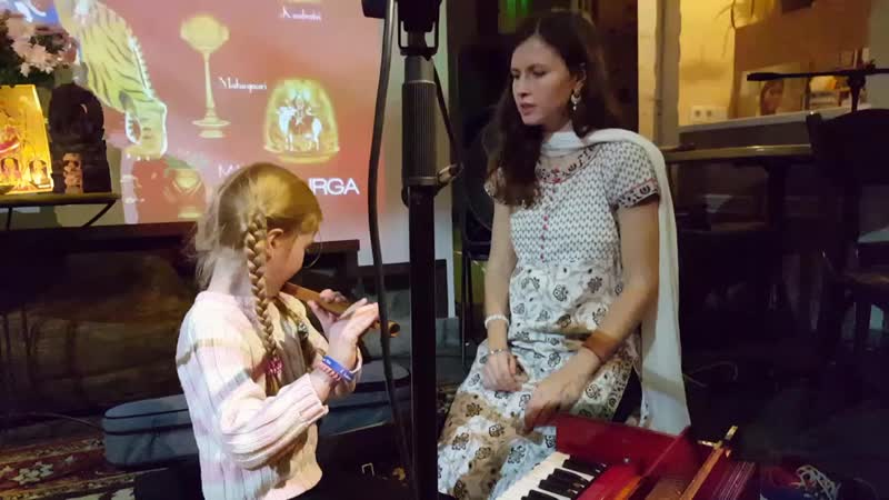 Полина и Настя Сарасвати в Ауровиле. 17.10.18
