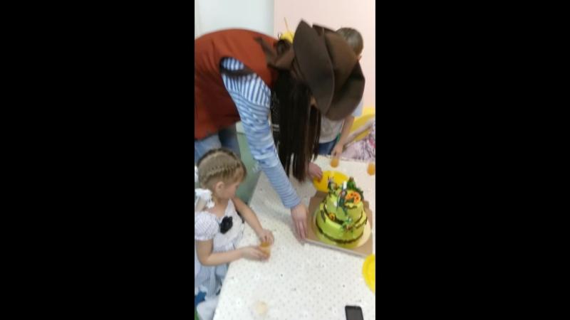 Тортик в нашем исполнении, на Д.Р. Саши(детский центр