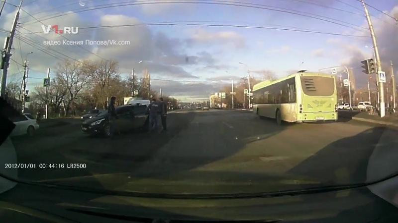 Девушку сбила иномарка в Кировском районе Волгограда