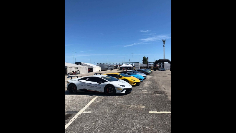 Epic Lamborghini Gas Station Aventador Huracan Diablo Gallardo Surrounded by BUL