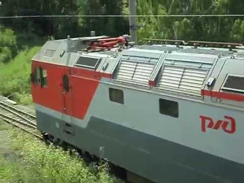 2ЭС6 664 Синара с грузовым поездом и приветливой бригадой