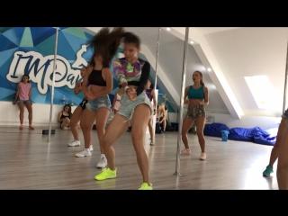 Booty dance + reggaeton dance 💃🏻☺️