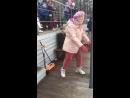 Бабуля круто танцует.