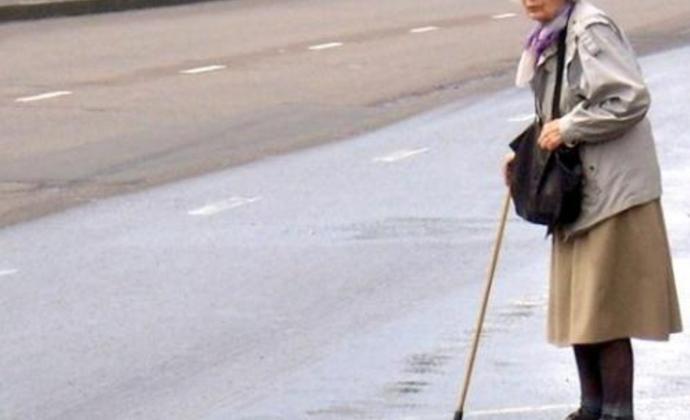 Пенсионерка попала под колеса автомобиля в Черкесске