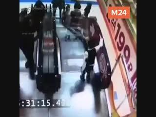 В Югре мальчик решил покатать брата в тележке