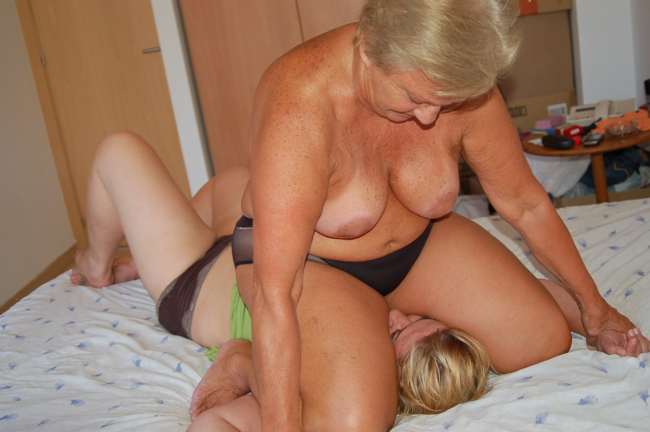 Mature Catfight Videos