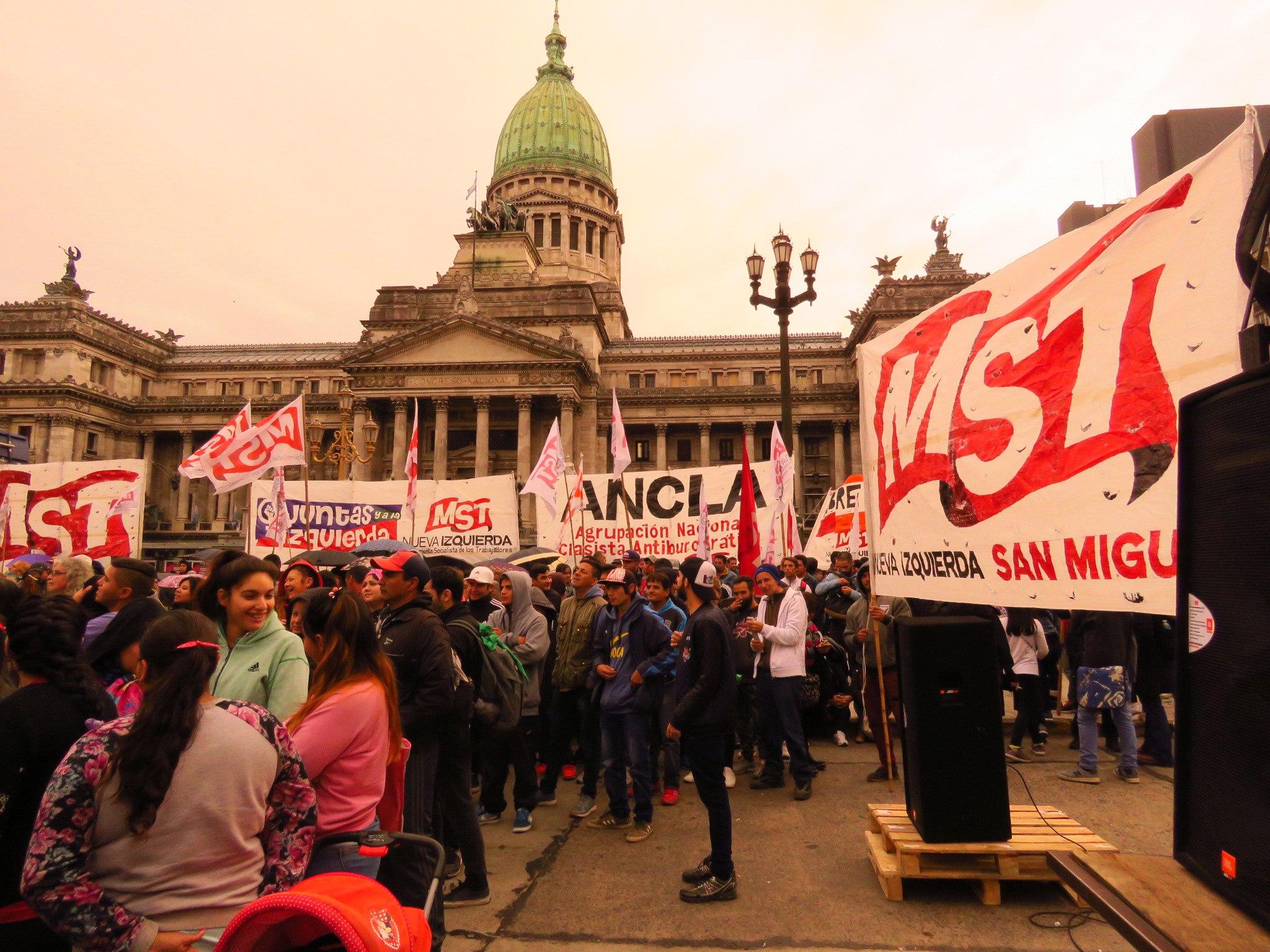 1 мая в Буэнос-Айресе - день осени и труда, или Día del trabajador.