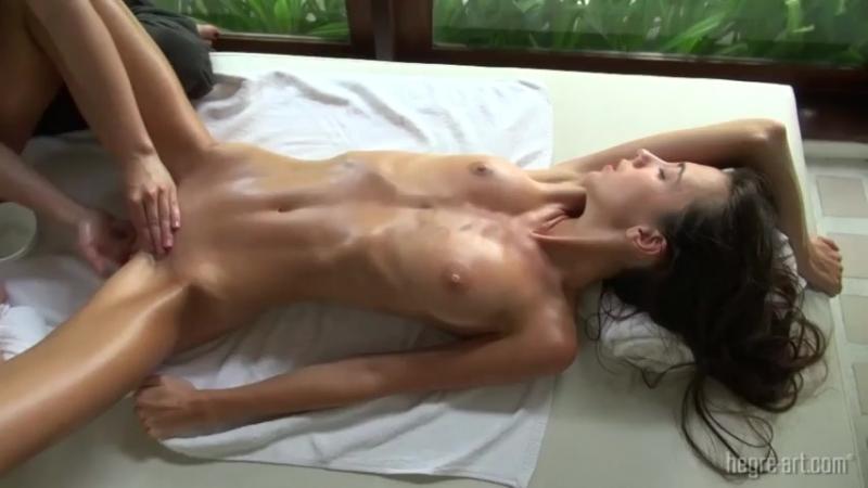 нее сразу телка доводит подругу до оргазма передумаю