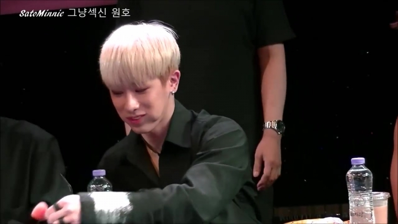[VK][160813] MONSTA X (Wonho focus) @ CGV Sinchon Artreon Fansign
