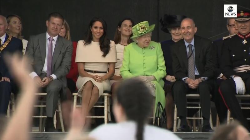 Королева Елизавета II и Меган Маркл первый совместный выход Чешир 14 06 18
