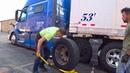 ДальнобойUSA/Замена колёс на тягаче в Чикаго...