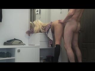 Порно начальник тюрьмы трахнул в кабинете жену зека
