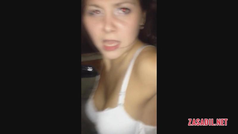 По пьяни показывают груди в машине - zasadil.net