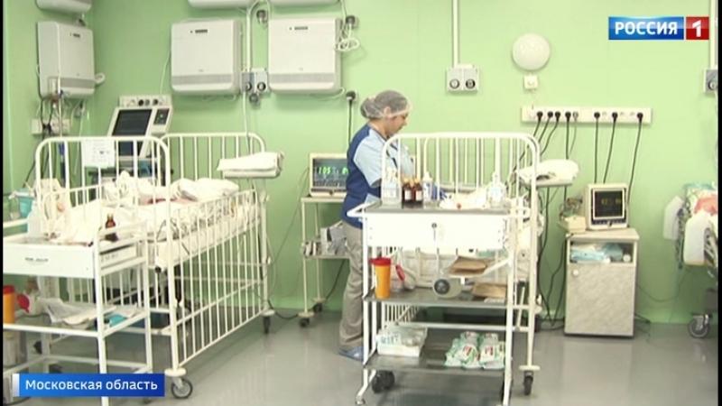 В Орехово Зуеве женщина с ребенком сорвались спускаясь с пятого этажа на простынях