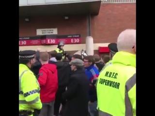 United fans singing Ohhh Robin van Persie