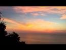 18:36 - время Золотого часа - идеальное время выпить по бокалу вина наблюдая за закатом с высоты птичьего полета.