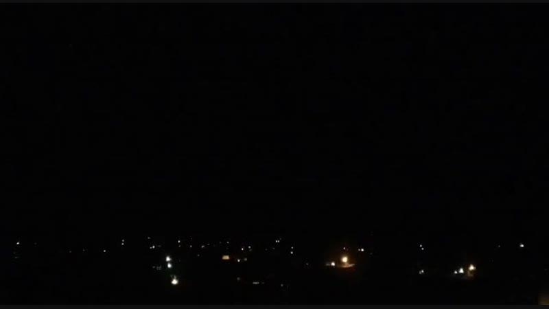 ЗРПК Панцирь-С1 ПВО Сирии ведет стрельбу по неизвестному объекту в небе.