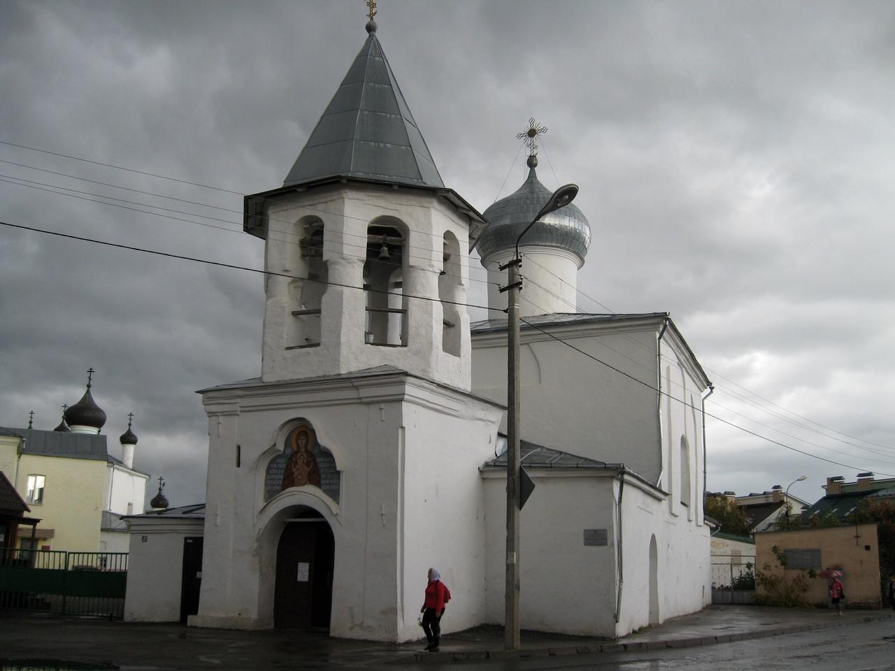 Поездка в Псков. Два храма и два батюшки.